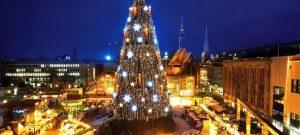 30.11.2010 Dortmund City - Weihnachtsbaum mit U Turm im Hintergrund - Adventsmarkt - Weihnachtsmarkt Dortmund - groesster Baum der Welt - Lichterglanz Copyright Fotograf Stephan Schuetze