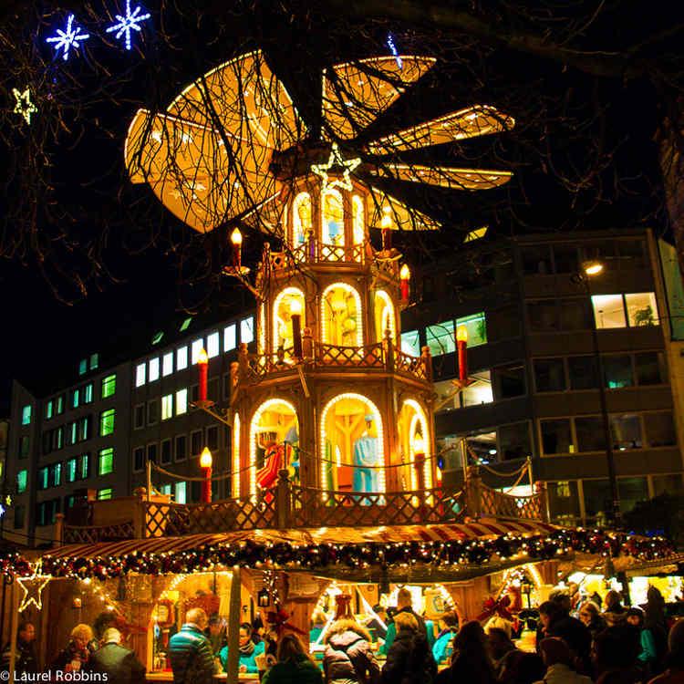 München Kerstmarkt Kerst Piramide